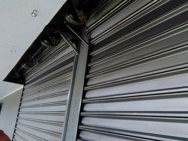 Manutenção de portas de aço de enrolar